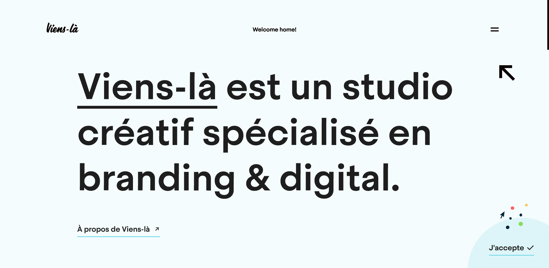 Viens-là's homepage that displays text on the services they provide, namely branding and digital marketing.